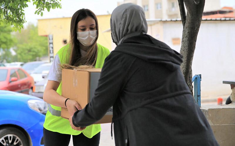 Pamukkale Belediyesinden ihtiyaç sahibi ailelere gıda paketi desteği