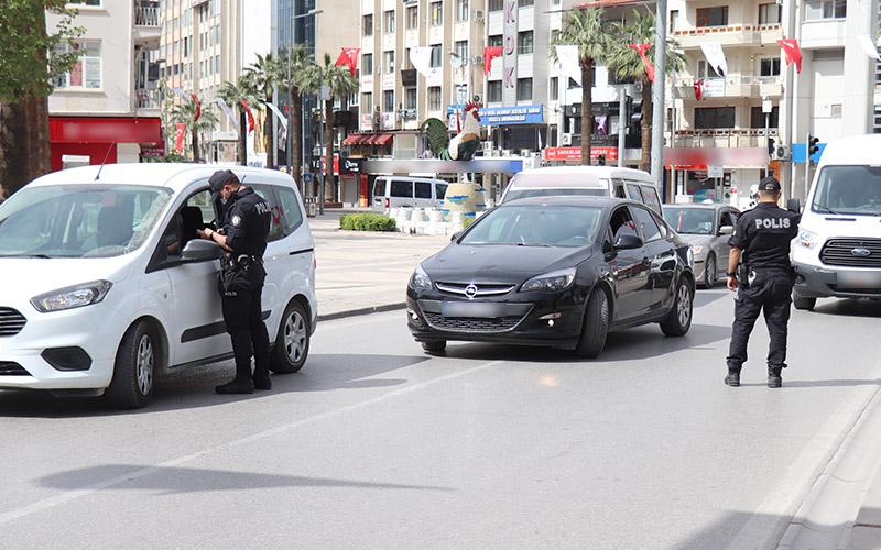 Polisten sokağa çıkma kısıtlaması denetimi