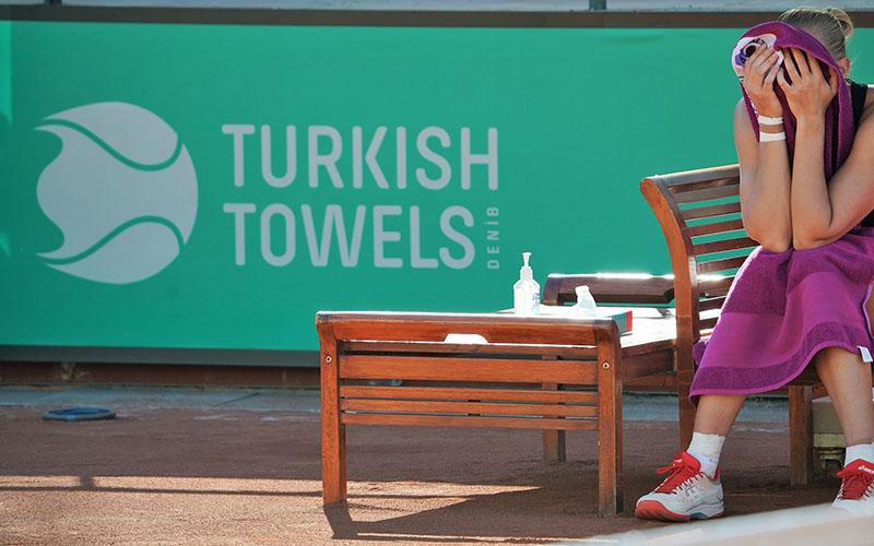 Uluslararası turnuvada tenisçileri Denizli markası TurkishTowels sardı