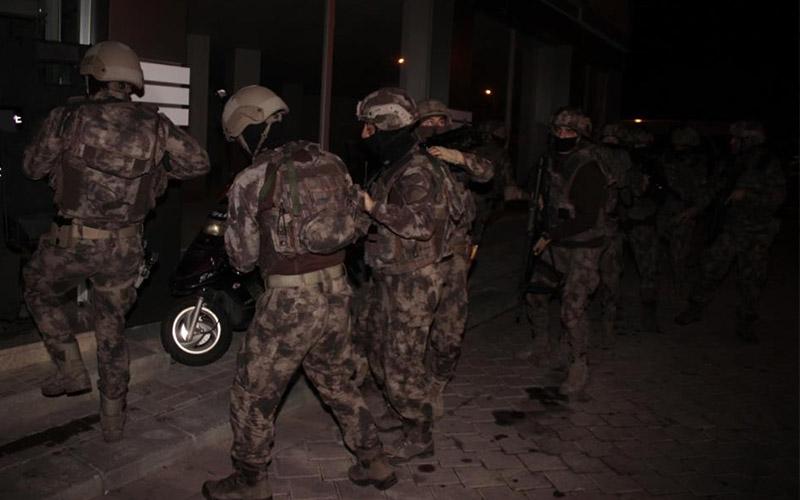 Zehir tacirlerine şafak operasyonu: 3 gözaltı
