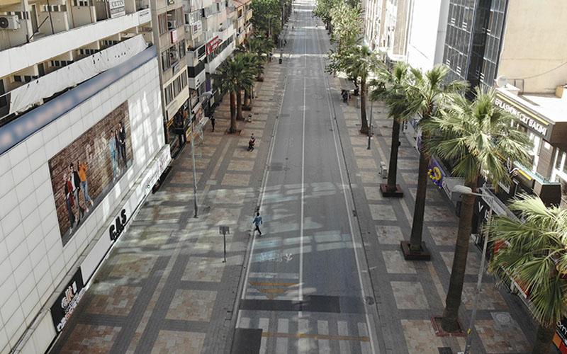 Tam kısıtlamanın başlamasıyla caddeler sessizliğe büründü
