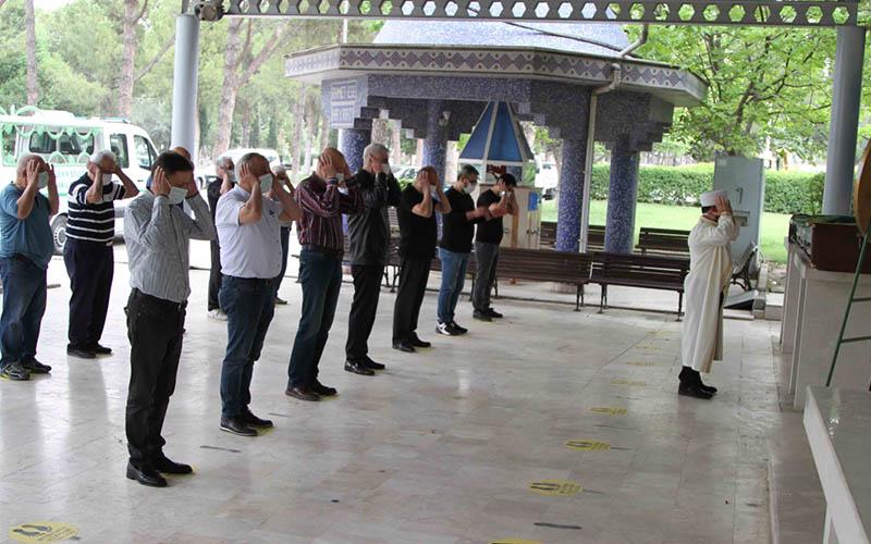 Eğitimci Erdoğan Toker toprağa verildi