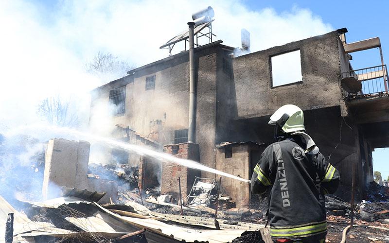 Ekmek ateşi 2 katlı evi oturulamaz hale getirdi