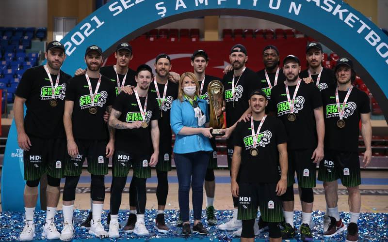 Şampiyon Denizli Basket son maçını galibiyetle kapattı, kupasını aldı
