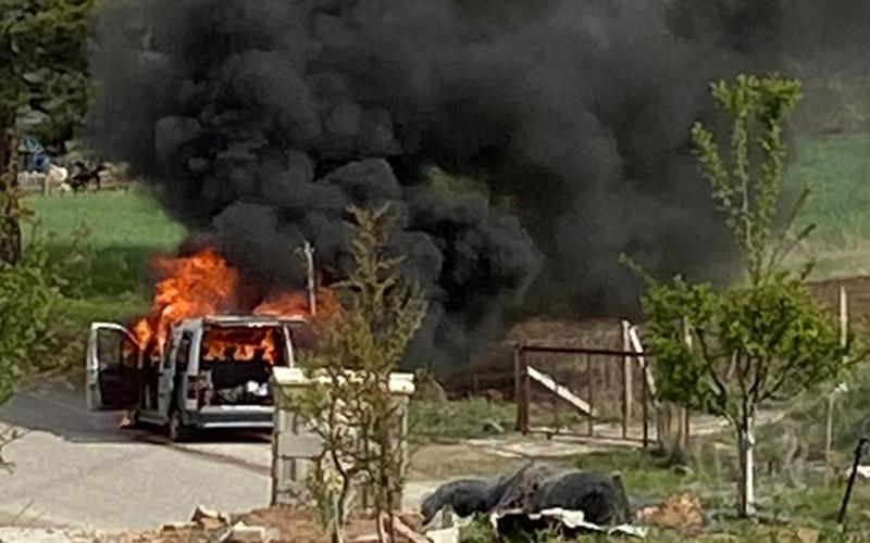 Filyasyon ekibini taşıyan araç alev alev yandı