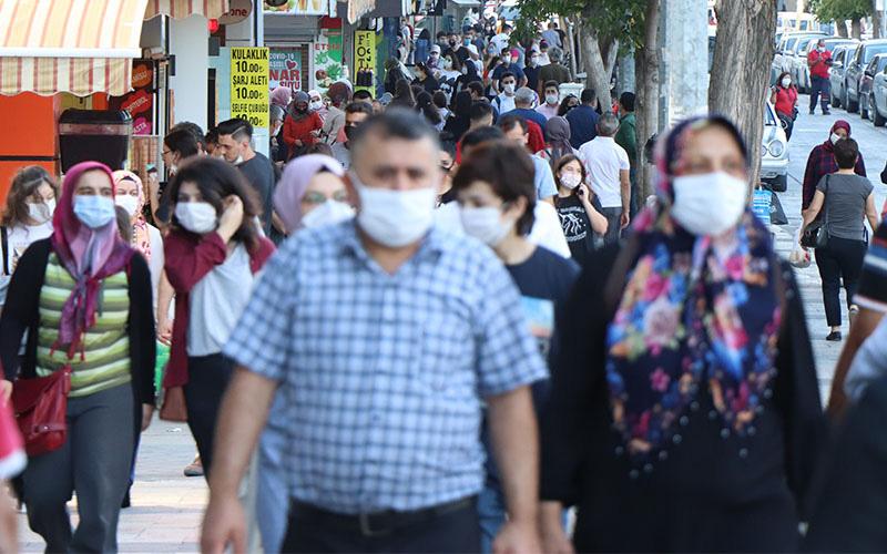 Coronavirüs önlemlerinde yeni dönem: Hangi yasaklar kalktı açıklandı