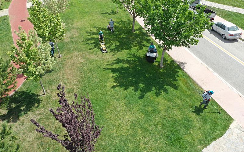 Merkezefendi Belediyesinden park ve yeşil alanlarda bakım çalışması