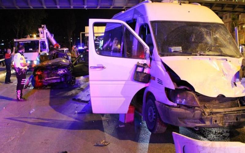Feci kazada ağır yaralanan sürücü öldü