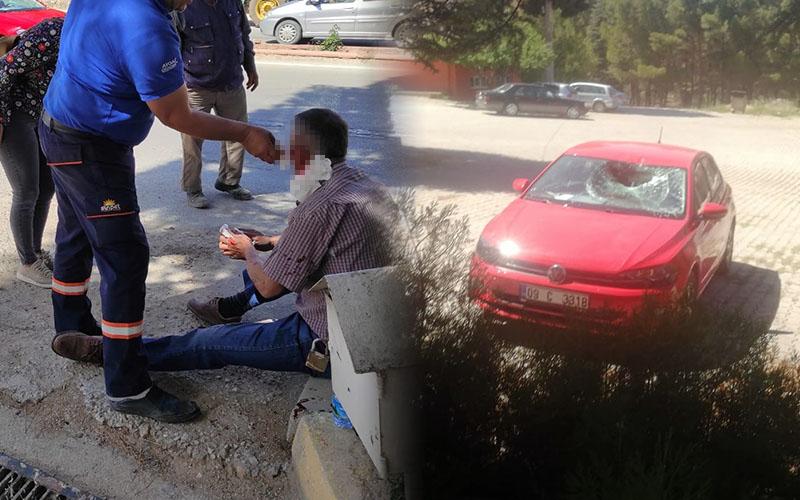 Yolun karşısına geçmek isteyen yayaya otomobil çarptı