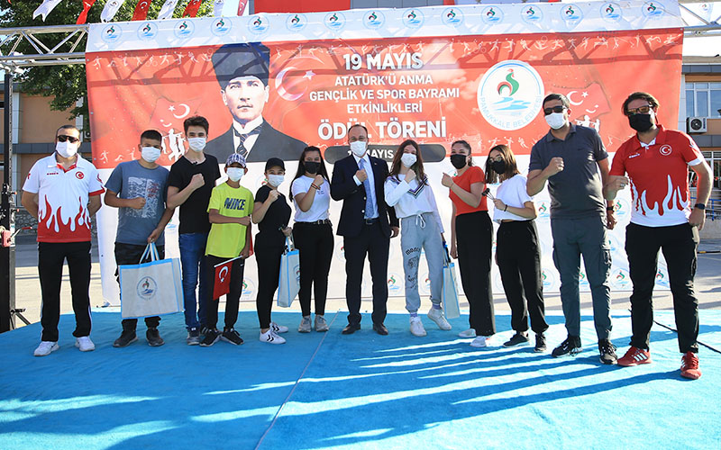 Pamukkale'de Gençler Yarışarak Eğleniyor etkinliği