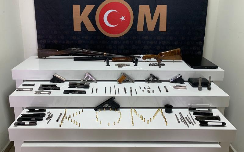 Silah kaçakçılığı operasyonunda 3 kişi yakalandı