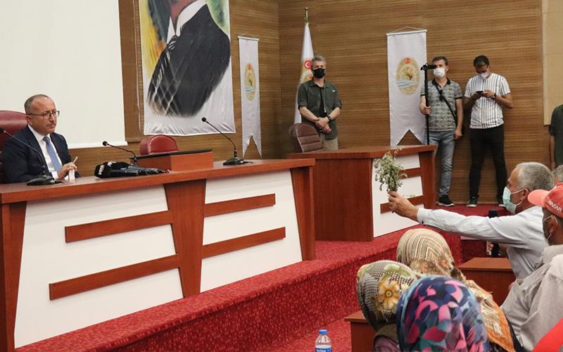 Atik, Muğla'daki toplantıyı bırakıp geldi, eylemcilerle görüştü