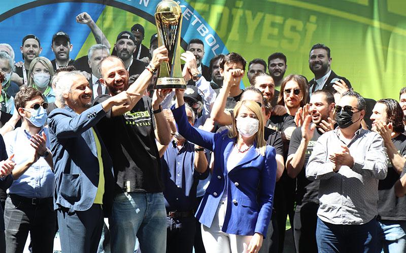 Merkezefendi Belediyesi Denizli Basket'in kupalı şampiyonluk kutlaması