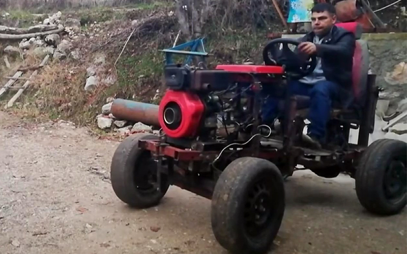 Hayalini kurduğu traktörü kendi yaptı