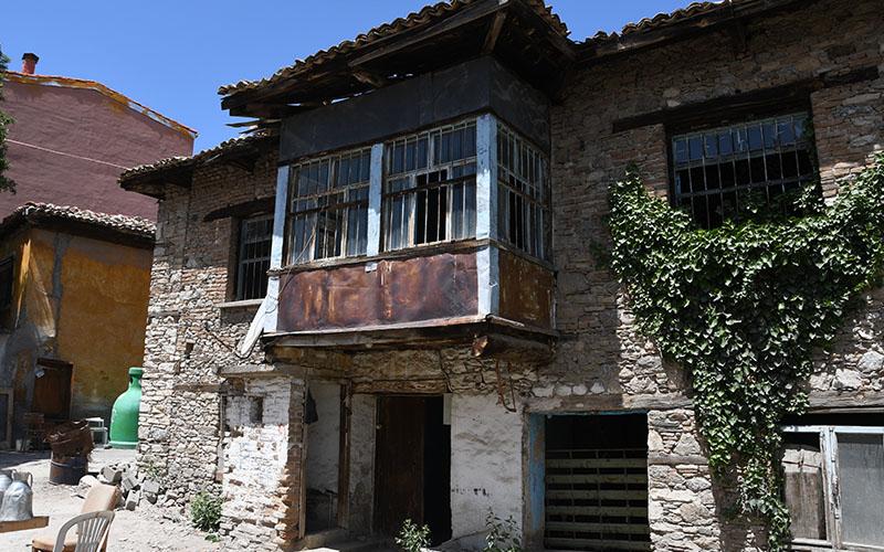 Buldan'da 120 yıllık taş bina restore edilecek