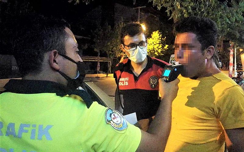 Polisin alkollü sürücüyle sınavı: Ciğerlerim yetmiyor abi