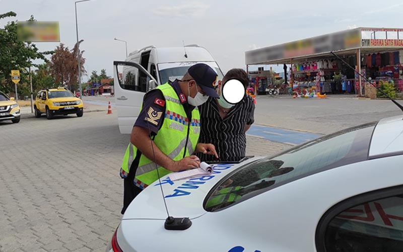Jandarma, yolcu gibi otobüse binip denetim yaptı