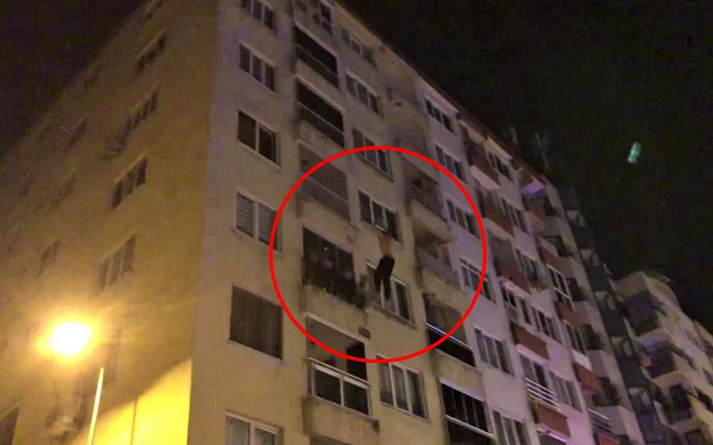 Kendini 4. kattan boşluğa bıraktı