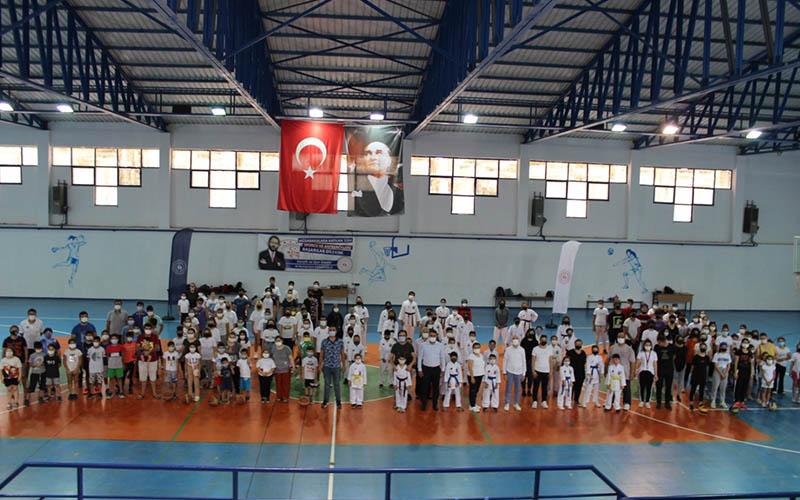 Sarayköy'de spor okulları 180 öğrenciyle faaliyete başladı