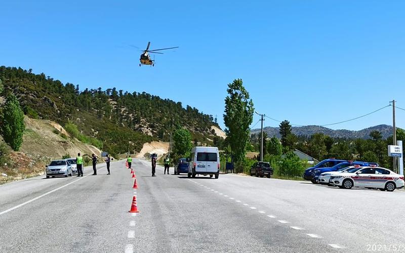 Helikopter ve drone ile havadan trafik denetimi yapıldı