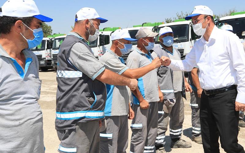 Örki, belediye çalışanlarıyla bayramlaştı