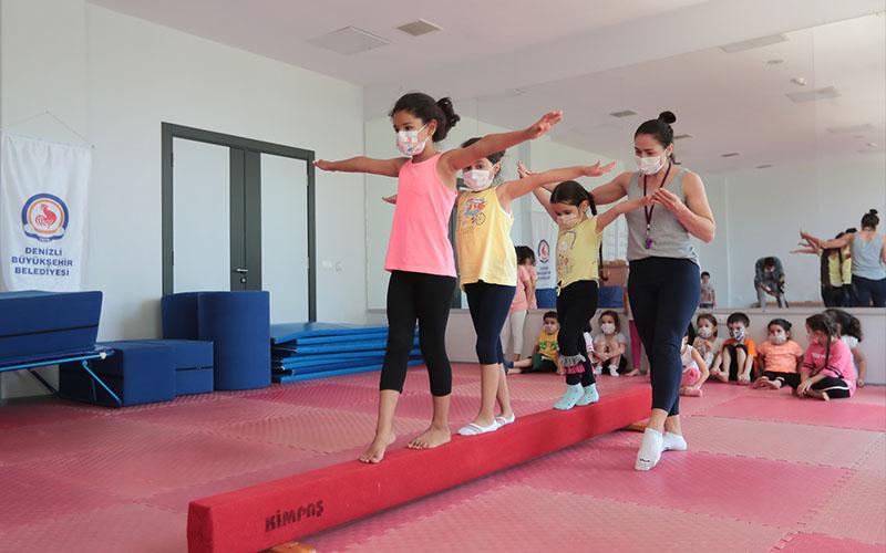 Büyükşehir Belediyesinin spor kursları yoğun katılımla başladı