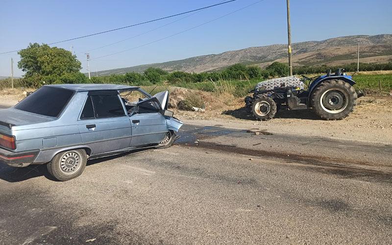 Otomobil ile traktör çarpıştı, yürekler ağıza geldi