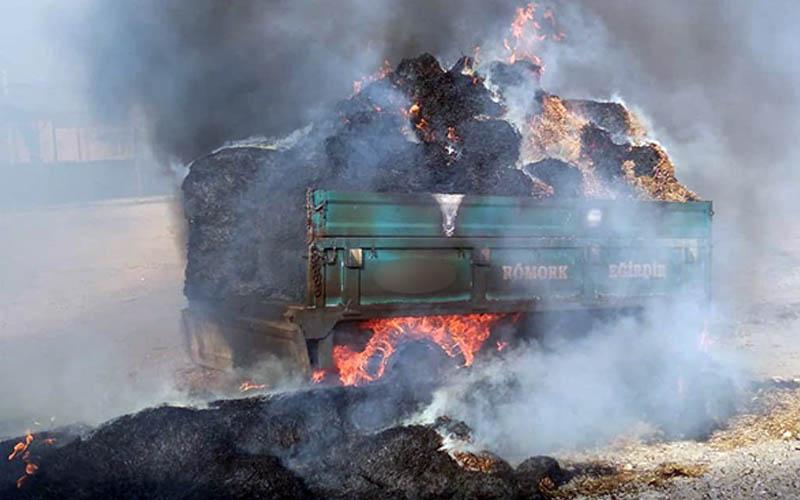 Çıkan yangın 30 ton samanı küle çevirdi