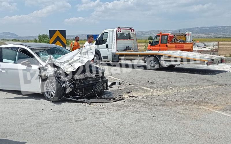 Traktörle otomobil çarpıştığı kazada 6 kişi yaralandı