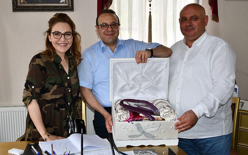 Şevik'ten Bağış'a sandık hediyesi