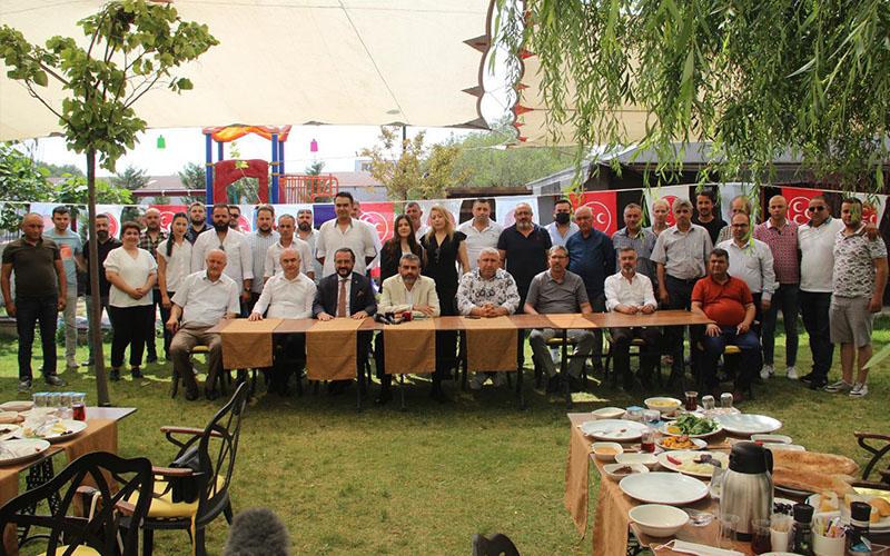 MHP'liler Yılmaz'ın ev sahipliğindeki kahvaltıda buluştu