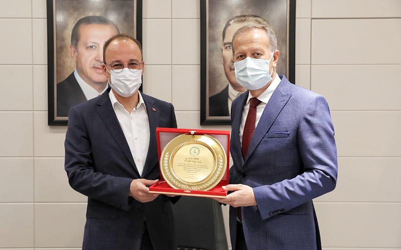 Pamukkale İlçe Milli Eğitim Müdürü Çimen'den Örki'ye teşekkür plaketi