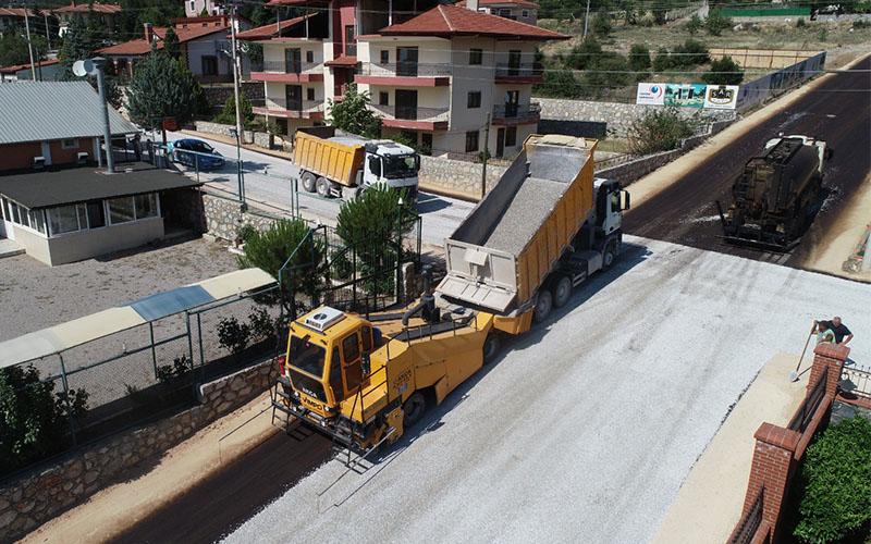 Pamukkale Belediyesinden Cankurtaran Mahallesi'nde asfaltlama çalışması