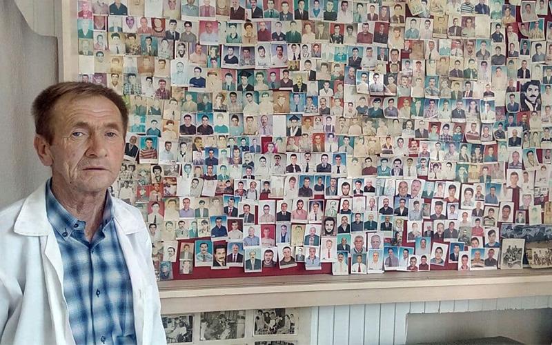 Berber tıraş ettiği müşterilerinin fotoğraflarını topluyor