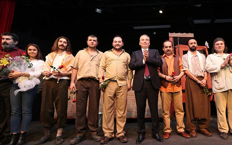 Denizli Büyükşehir Belediyesi Şehir Tiyatrosu seyircisiyle buluşuyor