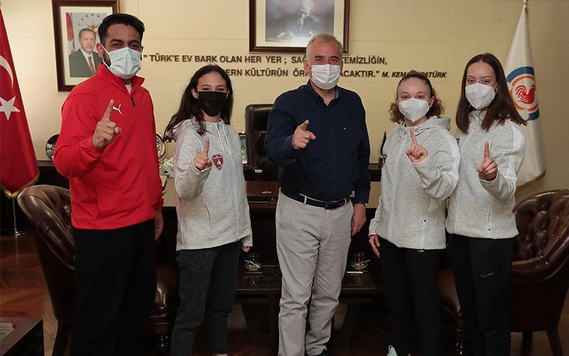 Denizli Büyükşehir Belediyespor'lu karatecilerden şampiyona öncesi Zolan'a ziyaret