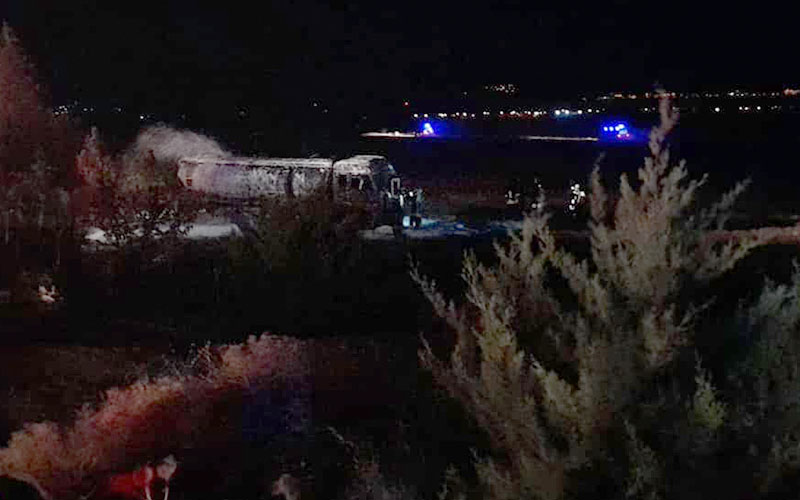 Devrilen tanker alev aldı, sürücüsü yanarak öldü