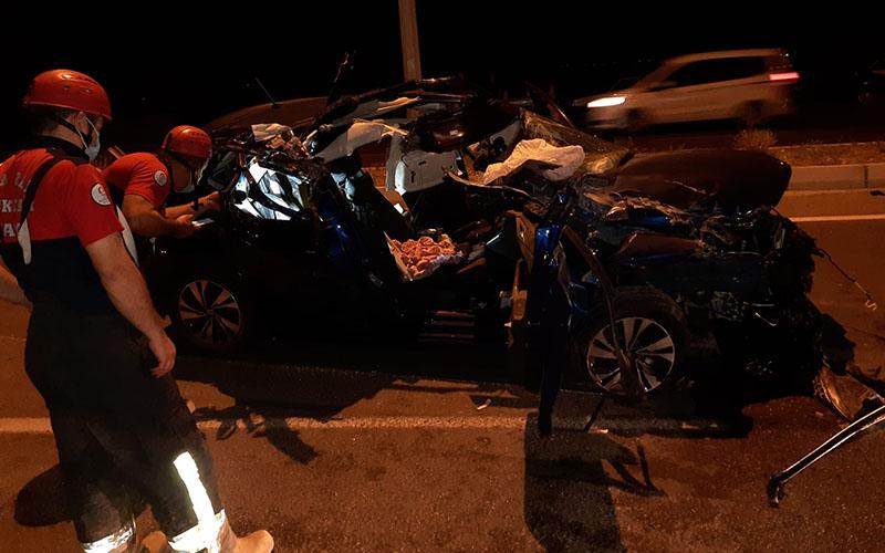 Otomobil metal yığınına döndü, sürücü yaralı kurtuldu