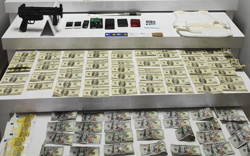 Çok sayıda dolar ve euro ele geçirildi