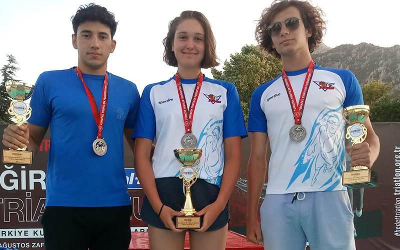 Sıla Gür, triatlonda Türkiye şampiyonu oldu
