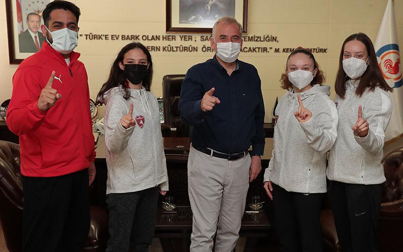 Büyükşehir Belediyesporlu sporcular altın madalya için mücadele edecek