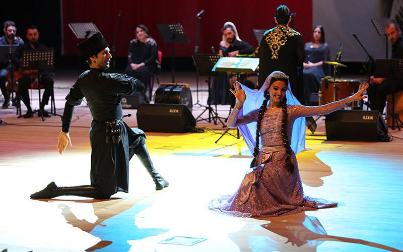 Türk dünyasına ait eserler Denizlili sanatseverler için seslendirildi