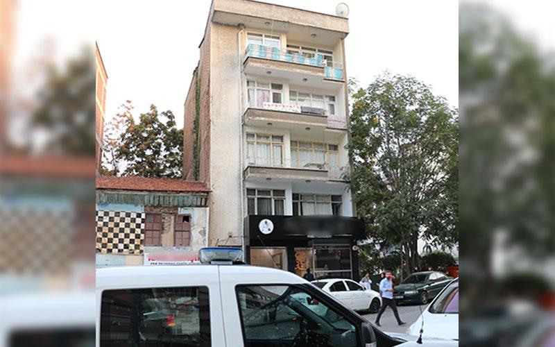 Üçüncü kattan düşen çocuk hastaneye kaldırıldı