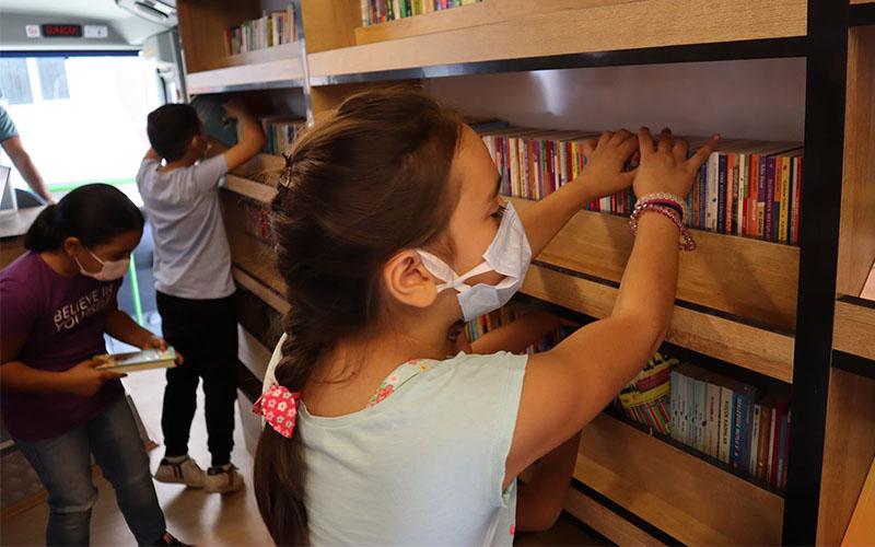 Acıpayam'da gezici kütüphane okullara gidiyor