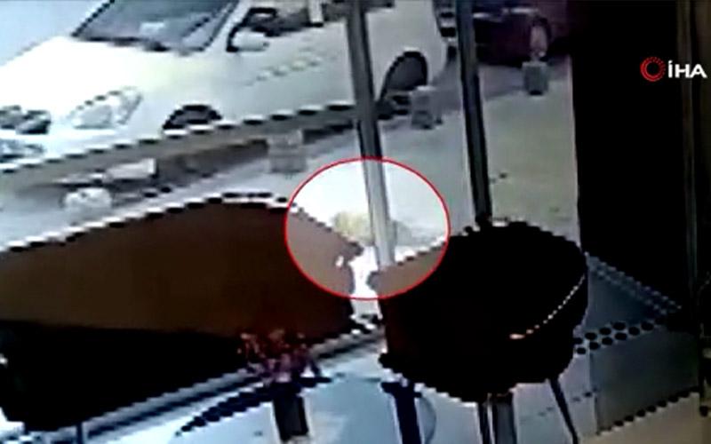 Çocuğun balkondan düşme anı güvenlik kamerasına yansıdı