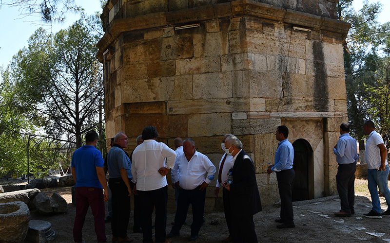 Emir Sultan Türbesi'nin restorasyonu için toplantı