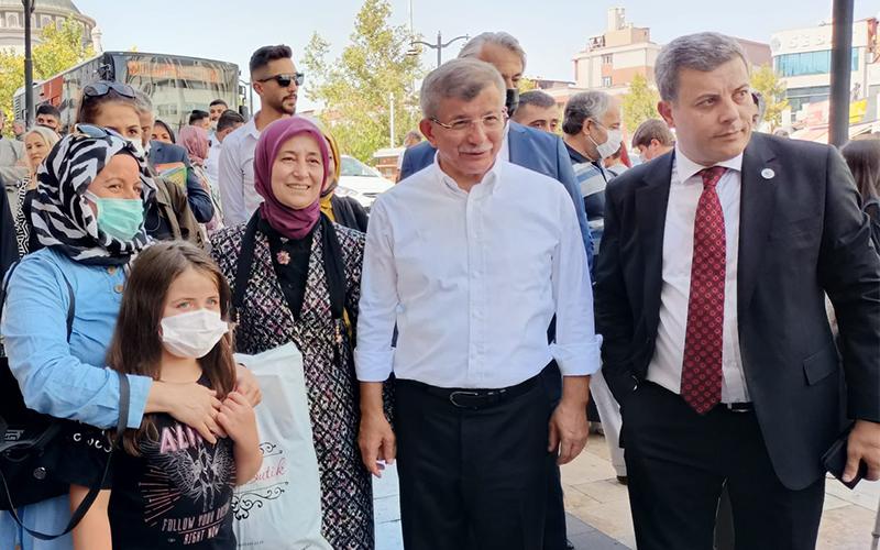 Davutoğlu, Denizli'de temaslarda bulundu