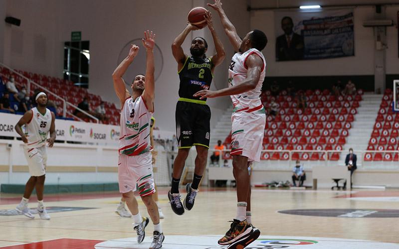 Ege Cup'ta Denizli Basket, Karşıyaka'ya 92-78 yenildi