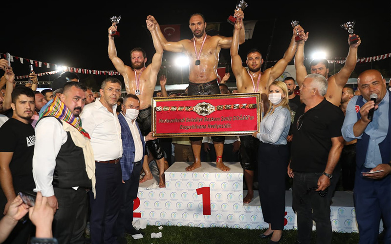 Merkezefendi Yağlı Güreşleri'nin başpehlivanı Ali Gürbüz oldu