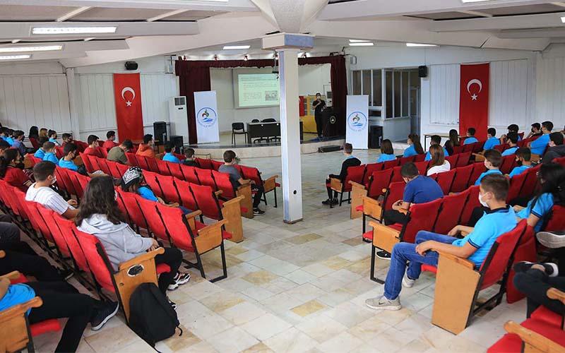 Lise öğrencilerine ilk yardım semineri